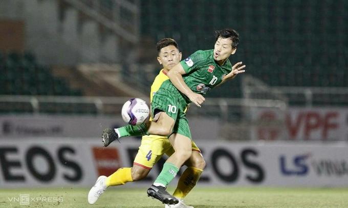 Kinh nghiệm của Matsui giúp Sài Gòn FC chơi lấn lướt từ giữa sân. Ảnh: Lâm Đồng