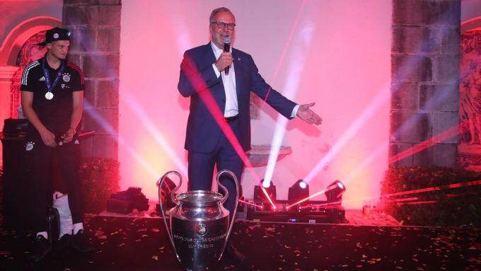 Rummenigge xuất thân là tiền đạo Bayern, trước khi chuyển sang làm quản lý và ngồi ghế Chủ tịch CLB xứ Bavaria từ 2002. Ảnh: DPA