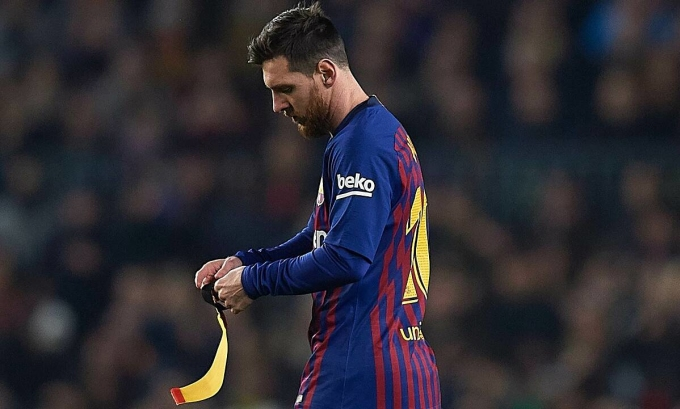Barca được cho là đang oằn mình vì gánh nặng tài chính từ bản hợp đồng gần nhất ký với Messi năm 2017. Ảnh: REX