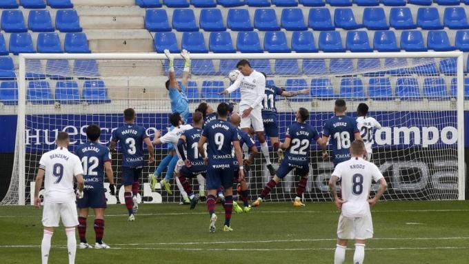 Varane học được phần nào cách lên hỗ trợ tấn công và ghi bàn như Ramos.