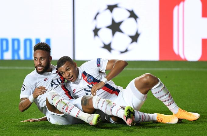 Thân tình ngoài đời giúp Neymar và Mbappe tìm được sự đồng điệu trên sân cỏ. Ảnh: Reuters