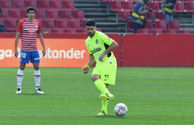 Suarez có khoảng ba cơ hội trước Granada, nhưng đều không thể ghi bàn. Ảnh: EFE