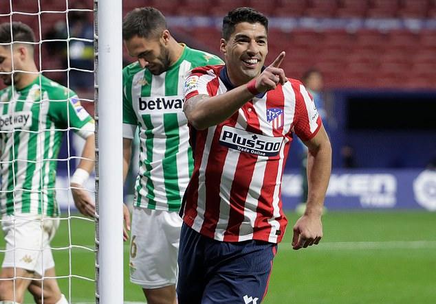 Suarez vẫn chơi rất hiệu quả ở tuổi 34. Ảnh: Reuters.