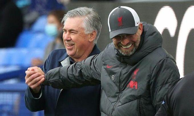 Ancelotti (trái) và nhiệm vụ chấm dứt chuỗi 23 trận hoà và thua của Everton ở derby Merseyside. Ảnh: Reuters