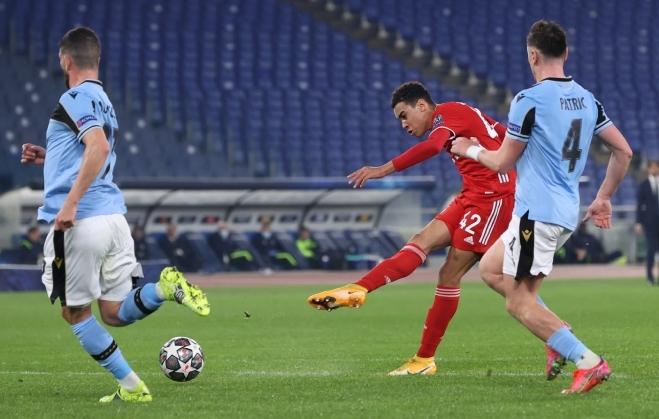 Musiala (phải) sút tung lưới Lazio nâng tỷ số lên 2-0. Ảnh: Reuters