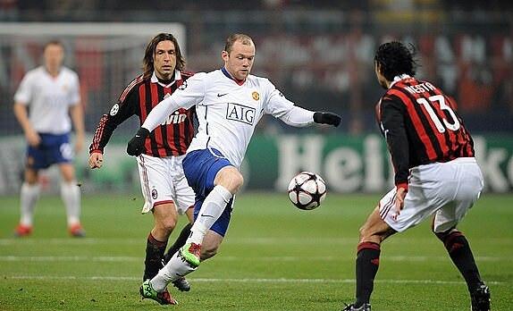 Man Utd từng loại Milan ở vòng 1/8 Champions League mùa 2009-2010 với tổng tỷ số 7-2. Ảnh: DM.