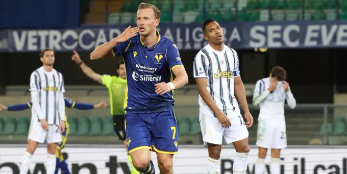 Barak vui mừng sau khi gỡ hoà cho Hellas Verona ở phút 78. Ảnh: ANSA