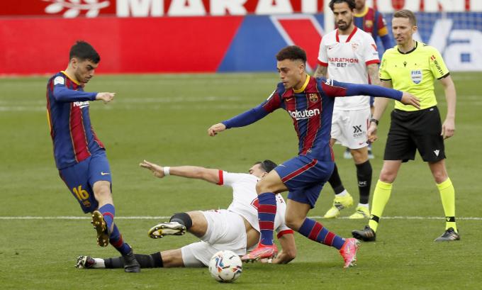 Các cầu thủ trẻ Barca thi đấu tiến bộ hơn sau thất bại đầu tháng. Ảnh: EFE.