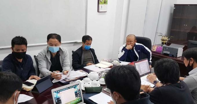 HLV Park Hang-seo họp cùng các trợ lý sáng 3/3 tại VFF