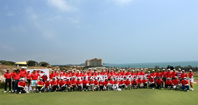Các golfer trong trận mở màn giải đấu Vietnam Star Golf Tournament 2021.
