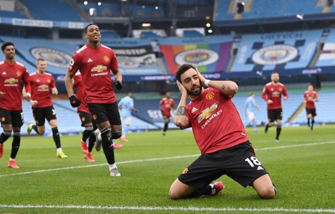 Fernandes chia vui sau bàn mở tỷ số vào lưới Man City. Ảnh: Reuters.