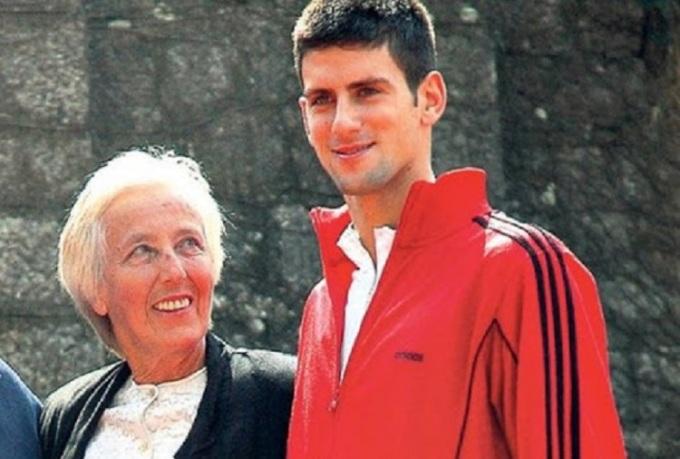 Djokovic cùng HLV Gencic khi mới chơi chuyên nghiệp năm 2003. Ảnh: Tennisview.