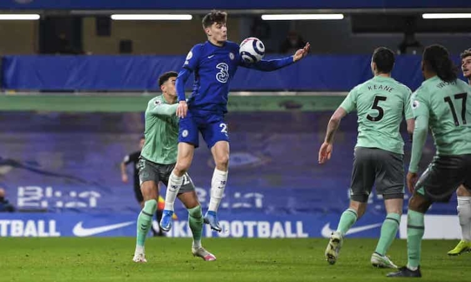 Kai Havertz góp công vào hai bàn thắng của Chelsea trong vai trò số 9 ảo. Ảnh: REX.