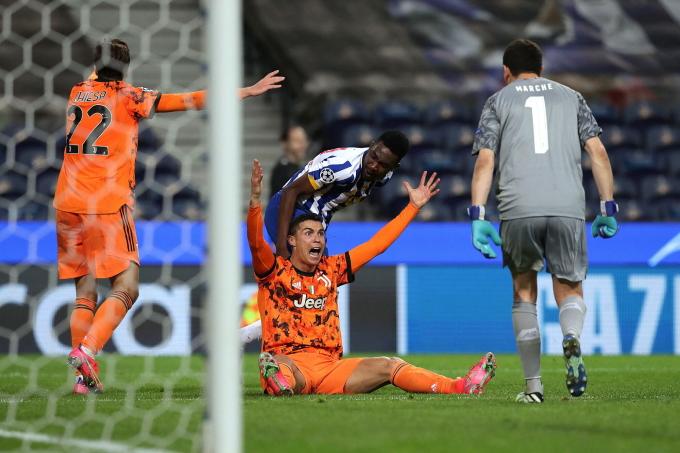 Ronaldo im tiếng trong trên sân Dragao hôm 17/2, khi Juventus thua chủ nhà Porto 1-2. Ảnh: EPA
