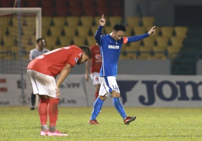 Hải Huy đánh dấu sự trở lại bằng bàn thắng ấn định chiến thắng cho Quảng Ninh. Ảnh: Lâm Thoả.