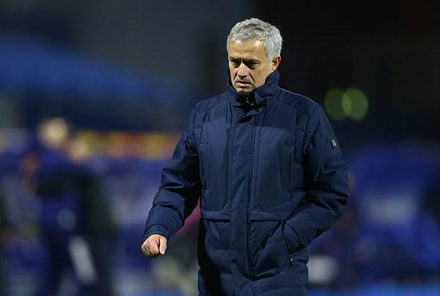 Mourinho rời sân sau trận thua ngược đầy bất ngờ trước Dinamo Zagreb. Ảnh: Reuters.
