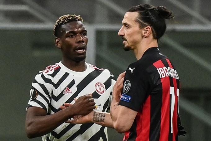 Pogba an ủi Ibrahimovic sau khi tan trận. Ảnh: AFP