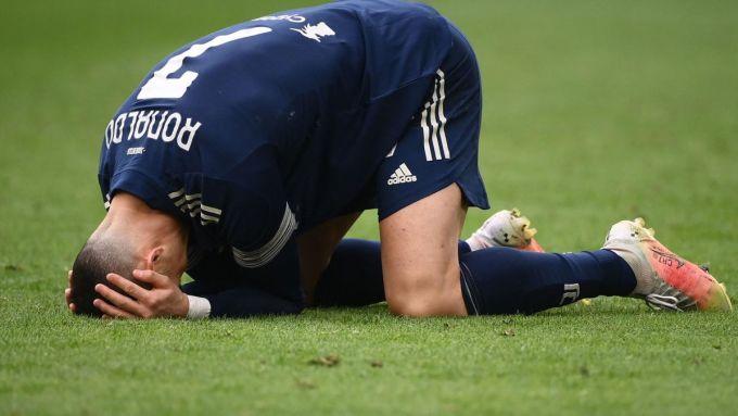 Ronaldo và đồng đội bỏ lỡ nhiều cơ hội trước khung thành Benevento. Ảnh: Goal.