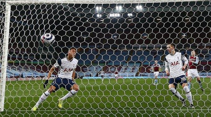 Vinicius ghi bàn đầu tiên ở Ngoại hạng Anh. Ảnh: EPA.