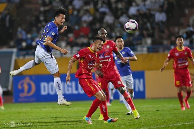 Hà Nội 3-2 Thanh Hóa là trận cầu hiếm hoi có nhiều bàn thắng từ đầu V-League 2021. Ảnh: Giang Huy