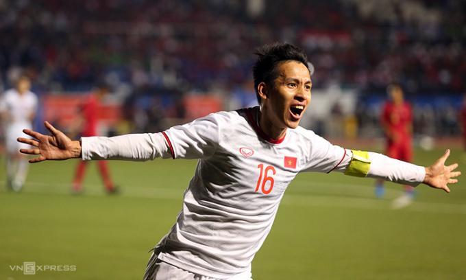 Hùng Dũng mừng bàn nâng tỷ số lên 2-0 với cú sút xa, ở chung kết SEA Games 2019 gặp Indonesia. Ảnh: Đức Đồng
