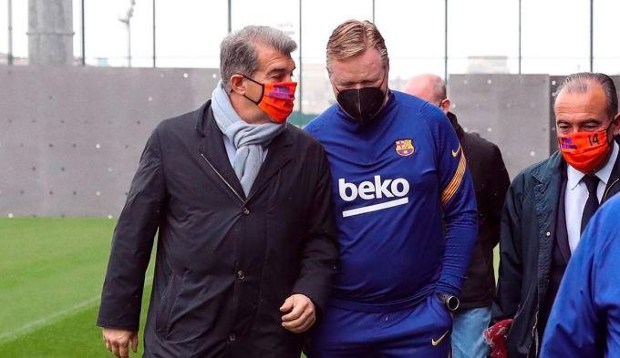 Koeman (giữa) có được sự tín nhiệm của ban lãnh đạo mới. Ảnh: FCB.
