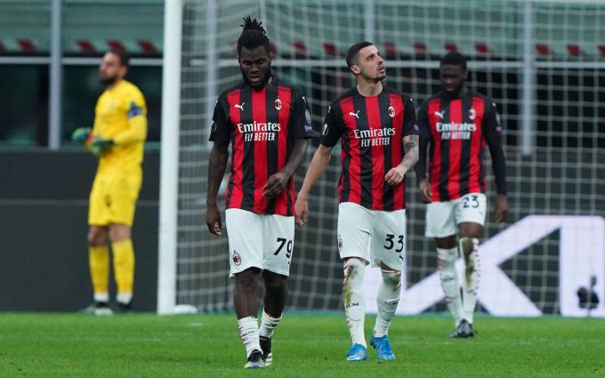 Cầu thủ Milan rời sân sau khi thua Man Utd trong trận lượt về và dừng bước ở vòng 1/8 Europa League hôm 18/3. Ảnh: Lapresse