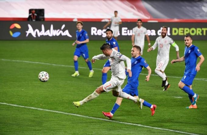 Morata mở tỷ số cho Tây Ban Nha. Ảnh: EFE.
