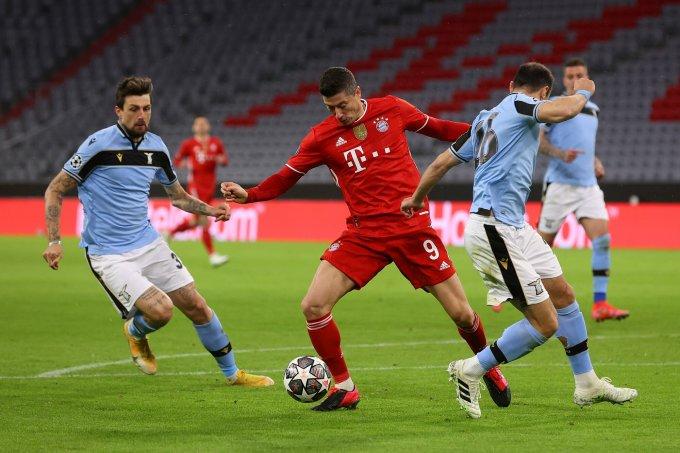 Thất bại của Lazio (áo xanh), tuy nặng nề, không phải là kết quả bất ngờ, xét tới chênh lệch quá lớn giữa họ với Bayern. Ảnh: Twitter / FC Bayern