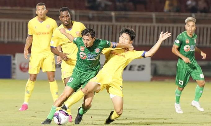 Nỗ lực của cựu tuyển thủ Nhật Bản, Daisuke Matsui không đủ vực dậy Sài Gòn FC trước Nam Định. Ảnh: Sài Gòn FC