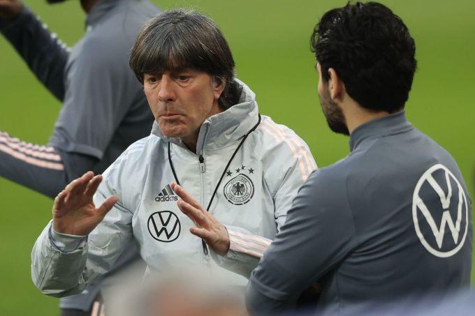 Low, 61 tuổi, làm việc ở tuyển Đức từ 2004, nhưng chưa có kinh nghiệm dẫn dắt các CLB lớn. Ảnh: DPA