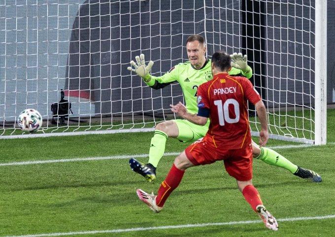 Pandev mở tỷ số cho Bắc Macedonia ở phút bù giờ hiệp một trận đấu trên sân MSV Arena, Duisburg hôm 31/3. Ảnh: AFP