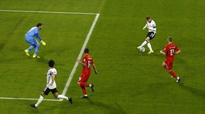 Werner liên tục bỏ lỡ cơ hội, chỉ ghi hai bàn trong 31 trận gần nhất cho cả ĐT Đức và Chelsea. Ảnh: Goal.