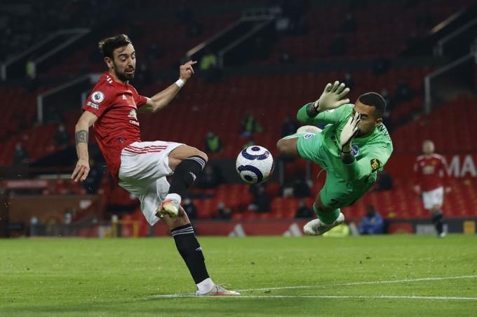 Fernandes không trực tiếp ghi bàn, nhưng là bản lề giúp Man Utd xoay chuyển tình thế, giành ba điểm trên sân nhà Old Trafford hôm 4/4. Ảnh: AFP