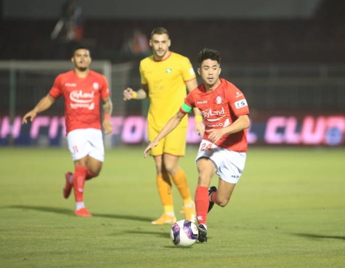 Lee Nguyễn chưa đạt thể lực tốt nhất, nhưng vẫn đá trọn cả trận, góp một bàn giúp TP HCM thắng trận. Ảnh: Tịnh Đế.