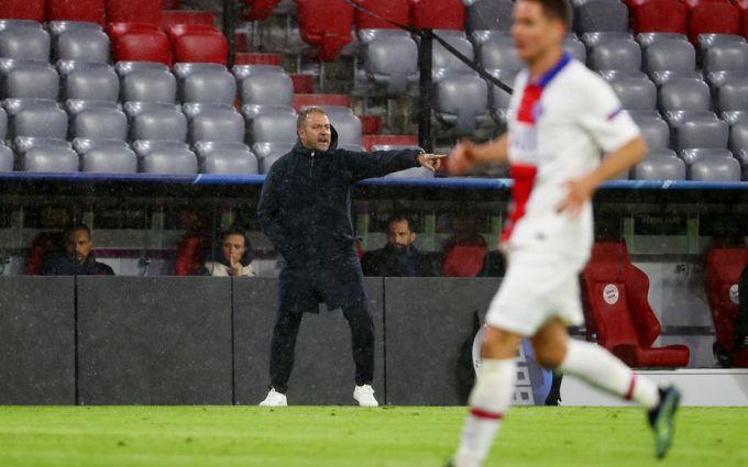 Flick (trái) và Bayern phải nhận thất bại 2-3 ngay trên sân nhà. Ảnh: Reuters.