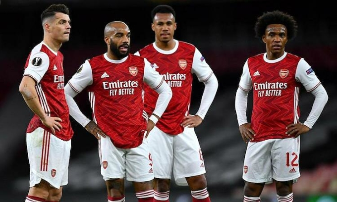Cầu thủ Arsenal thẫn thờ sau khi bị Slavia Prague gỡ hoà ở tứ kết lượt đi Europa League, tối 7/4. Ảnh: Reuters.