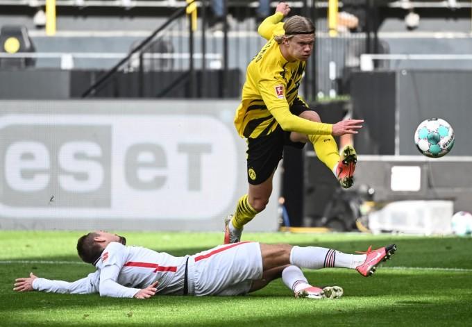 Haaland đang là ngôi sao lứa tuổi 20 sáng giá nhất thế giới bóng đá. Ảnh: AFP