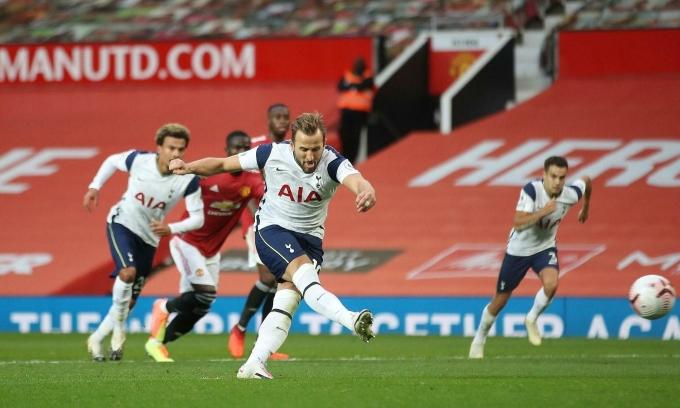 Kane đá phạt đền thành công trong trận Tottenham hạ Man Utd tại Old Trafford ở lượt đi Ngoại hạng Anh mùa này hôm 4/10/2020. Ảnh: PA