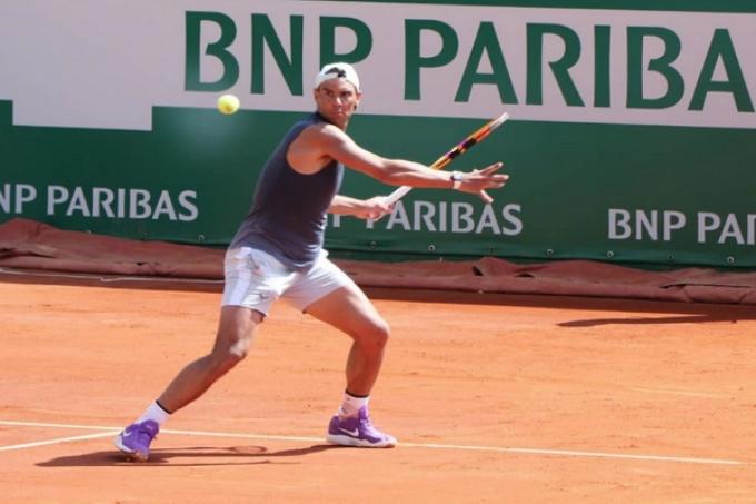 Nadal tập ở Monte Carlo hôm 10/4. Anh từng bị loại ở bán kết năm 2019, năm gần nhất giải được tổ chức. Ảnh: ATP.