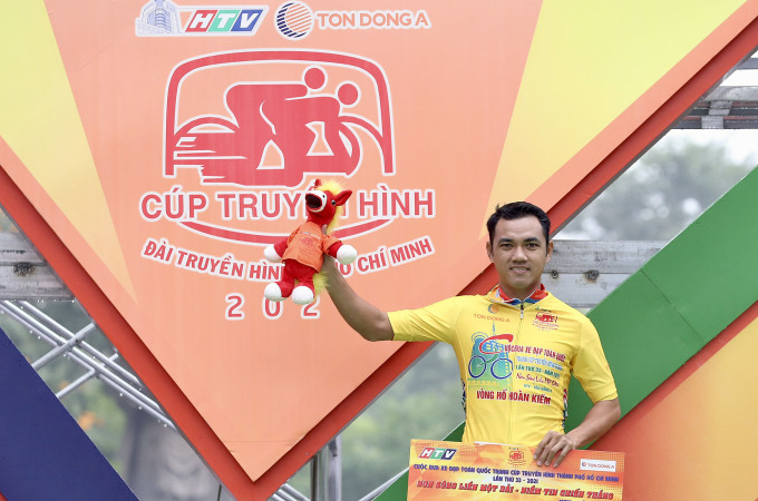 Nguyễn Tấn Hoài vẫn nắm chắc Áo Vàng và Áo Xanh sau bảy chặng đua. Ảnh: Văn Thuận.