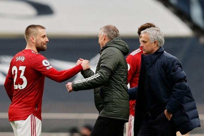 Mourinho thua đội bóng cũ trong trận đấu cần thắng để đua vào Top 4. Ảnh: Reuters.