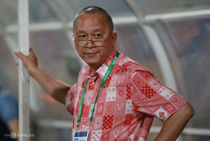 Bầu Hùng cho biết ông và bầu Đức đều là người lớn, chung tình yêu bóng đá Việt Nam nên bỏ tiền túi ra chơi. Ảnh: Lâm Thoả