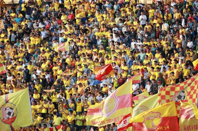 Thiên Trường mùa nào cũng là một trong những sân đông nhất ở V-League. Ảnh: Lâm Thỏa.