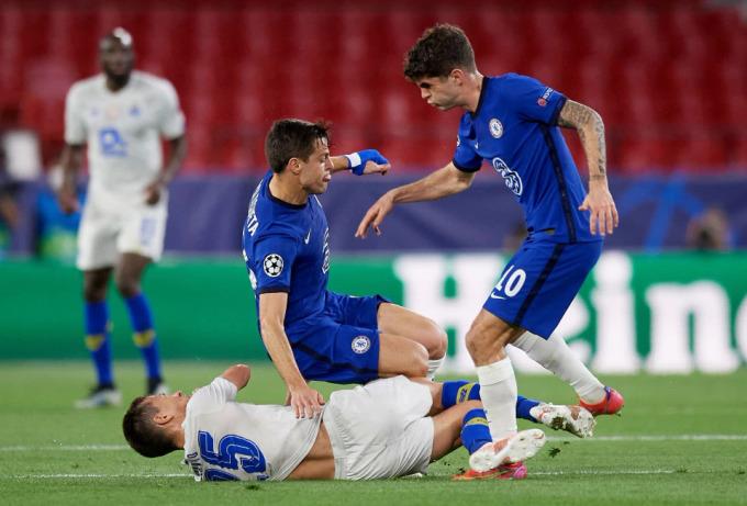 Chelsea luôn tạo cảm giác chắc chắn, dễ dàng bẽ gãy hầu hết nỗ lực tấn công của Porto. Ảnh: REX