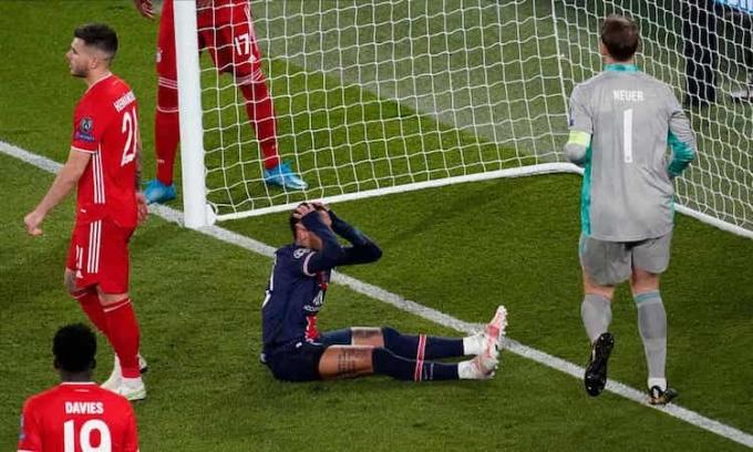 Neymar ôm đầu tiếc nuối sau một tình huống bỏ lỡ. Ảnh: Shutterstock.