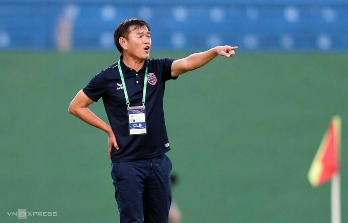 Bình Dương dù không có lực lượng mạnh nhưng HLV Phan Thanh Hùng vẫn giúp đội vào tốp sáu trước khi xin nghỉ. Ảnh: Đức Đồng.