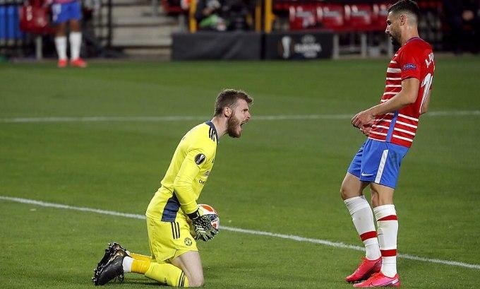 De Gea sau một pha cản phá trước mũi giày đối phương trong trận Man Utd hạ Granada 2-0 ở lượt đi tứ kết Europa League hôm 19/4.