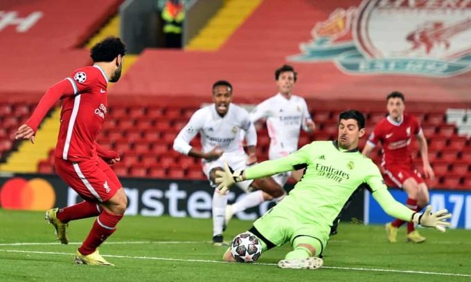 Liverpool (áo đỏ) tạo ra nhiều cơ hội nhưng không thể khuất phục Real. Ảnh: BPI