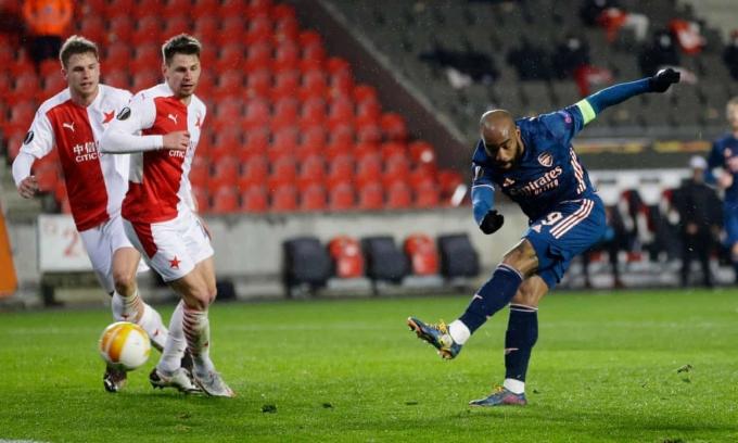 Alexandre Lacazette ghi bàn thứ tư của Arsenal ở phút 77. Ảnh: Reuters